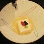 花の庄 - 料理写真:先付は「胡麻豆腐」です。キャビアがのってます。