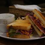 カフェ・ロカ - ブリーチーズのサンドイッチ ランチプレート 800円