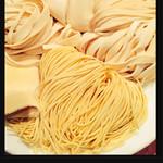 34127795 - 麺の種類  日によってあるものとないものがあります。写真は公式Twitterに掲載のもの。