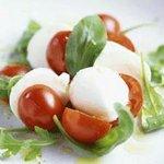 PIZZA SALVATORE CUOMO - カプレーゼ/チェリートマトと水牛100%のモッツァレラ、バジルのサラダ