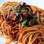 PIZZA SALVATORE CUOMO - 牛ほほ肉のスパゲッティ/じっくり煮込んだ牛ほほ肉をナポリ風ミートソースに仕上げました