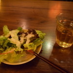 林のヤモリ - セルフのサラダと麦茶