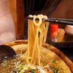 麺処 壱萬屋 - つるつるの麺。中太といったところか