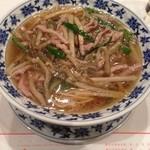 重慶飯店 - 搾菜肉絲湯麺1,200円