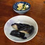 山本家 - 香の物とサーヴィスで供された長茄子漬。