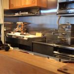 料理屋 仁 - 綺麗な調理場です。