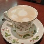カフェ カイロス - コーヒーだとポットでサービスだったようです。