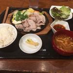 34266993 - 匠豚と旬の野菜の蒸し焼き