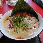 群鳳 - +200円で、ランチ・定食等のラーメンを「タンタン麺 白」「タンタン麺 黒」「みそラーメン」五目そば」「群鳳ラーメン」に変更することができます。