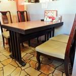 群鳳 - テーブル席 です。