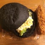 アンティーブ - 料理写真:池炭バーガー 具は卵マヨネーズとチキンラーメン