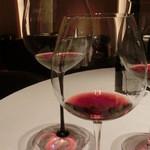 レストラン ラ フィネス - ニュイサンジョルジュをグラス違いで垂直対比。リーデルブラックは甘味と香りを引き出し違うね。リーデルのヴィノムとは。うーん、ヴィノムをやめる理由がわかる~