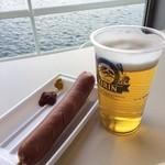 東京湾フェリー内 売店 - 船内でのビール&フランクフルト