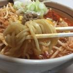 柳家 - 麺を底から引き出せば~軽いパーマネントの太麺がもっちり出てきます