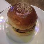 66☆BASE - チーズ・バーガー 900円