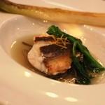 グランシェール 葉山庵 - ツレのおさかな 本日のお魚(ホウボウのポアレに鰹のお出しがかかっています。下仁田葱のグリルそえ)