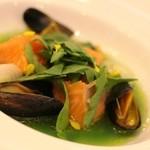 グランシェール 葉山庵 - わたしのお魚 信州のサーモンとモンサンミッシェルのムール貝。小松菜とムールのソースをかけて。