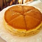 純喫茶 アメリカン - ホットケーキ シロップをかけてみた
