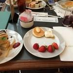 34411446 - パンケーキ、いちご4種、サンドイッチ