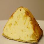 粉と卵 - 中はクリーミーでミルキーなペースト♪