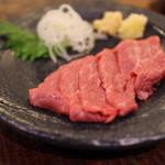 宮川橋もつ肉店 - 炙り牛レア―ロースト