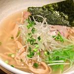 麺屋 百式 - 『塩らぁめん』680円。
