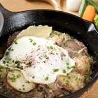スペシャリテ「ティロラーグロステル」牛肉とじゃが芋の軽い煮込