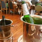 ル・トリアノン - ワインクーラーを二つ