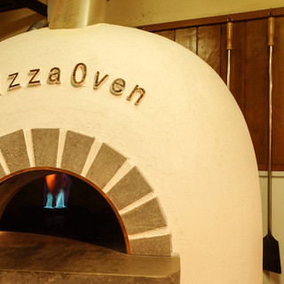 溶岩窯で焼き上げるピッツァ