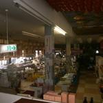 善通寺・四國館 - 広いお土産売り場もあります