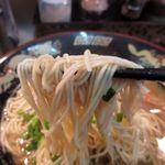 らーめん 龍の羽 - 豚骨魚介スープですが、豚の脂が多すぎるか