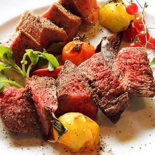 おすすめ肉料理を相性抜群のワインと楽しもう。