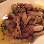 デルソル - 牡蠣とキノコのガーリックソテー