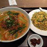 本格中国料理 華中苑 - 担々麺と焼飯@750-