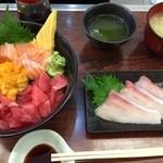 海鮮丼 大江戸 - 函館丼2,500円に旬のブリ400円