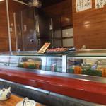 双葉寿司 - そろそろランチタイムも終わる頃☆彡 店内はカウンターとテーブル席でもうお客さんも帰ったカンジなのかな(^^ゞ やっぱりネタ良くて美味しいね〜! お店の人も雰囲気良くて、ゆっくり頂けました♪