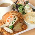 """Time - """"キーマカレープレート""""(ミニグラタン、サラダ、お惣菜、スープ)白米or玄米。リピーターさんに人気の料理たちをプレートに♪"""