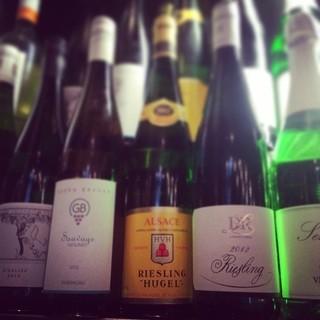 グラスワインは常時30~40種類をご用意。