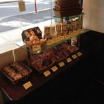パティシエ シマ - 焼き菓子バラ売りコーナー