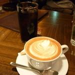 天満橋 リバーカフェ - アイスコーヒーとカフェラテ