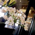 ジゅんベリーCafe - 店内の随所に花々が。