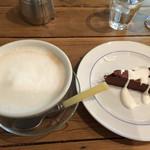 ばん珈琲店 - カフェオレとショコラ(チョコケーキ)