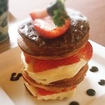 森のコテージ ココロ - イチゴのデニッシュケーキ