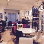 ワサビカフェ - オシャレで落ち着いた雰囲気の店内☆