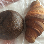 34708722 - 黒豆ほうじ茶クリームパン、たま木クロワッサン