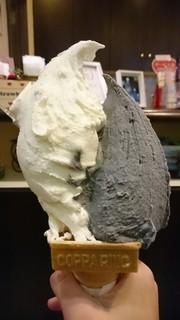 ポーラーベア - 竹炭きなこ レアチーズケーキ