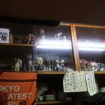 アサノ - 狭い店内」