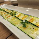 34752977 - 今回は、席を予約してのおまかせ料理コースです。ズッキーニのサラダ。