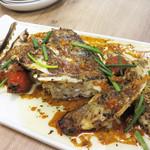 フレンチ屋台総州 - 旬魚のかまのローストです。 ハーブをまぶして香り良く焼いたもの。かまと言っても、身もたっぷりついており食べ応えがあります。