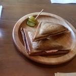 黒糖茶房 - ハムと熱々のチーズが( 〃▽〃)